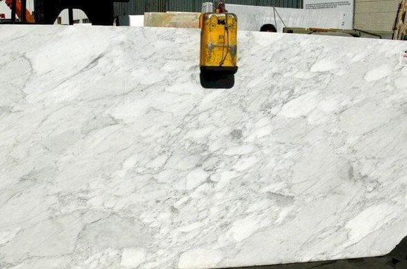 calacatta-luna-marble-slabs